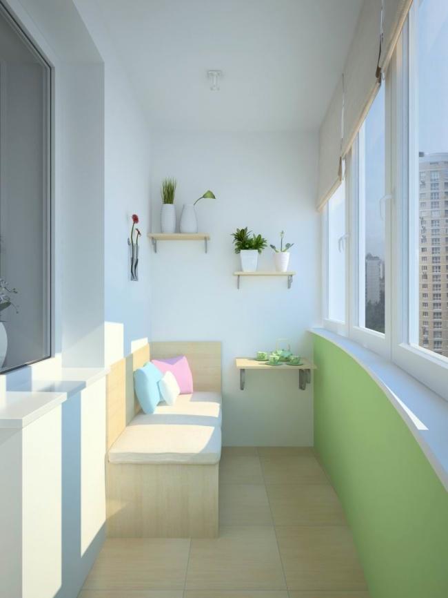 Остекление балконов и лоджий в Калуге, внутренняя отделка в светлых тонах