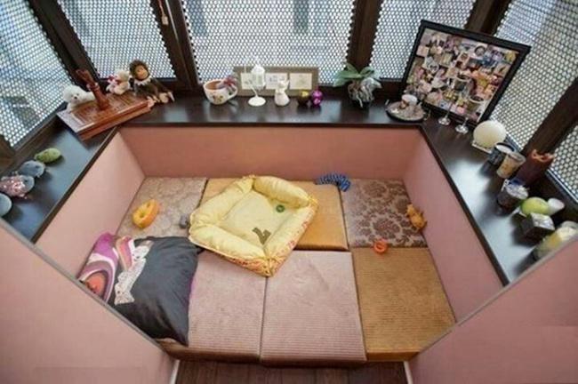 Остекление балконов и лоджий в Калуге, внутренняя отделка с диваном для отдыха