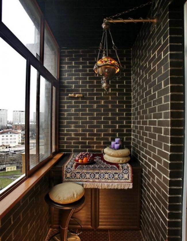 Остекление балконов и лоджий в Калуге, внутренняя отделка темным кирпичем