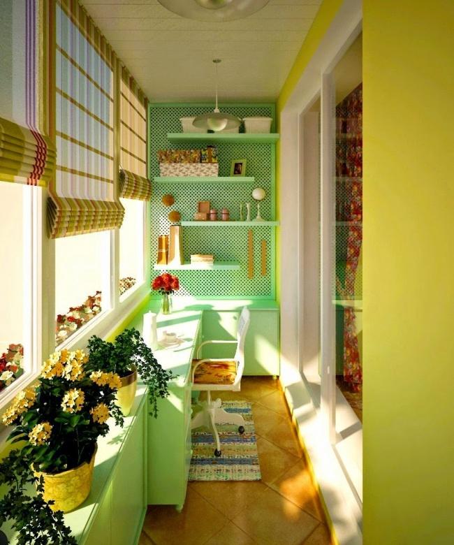 Остекление балконов и лоджий в Калуге, внутренняя отделка с рабочим местом