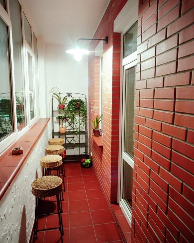 Остекление балконов и лоджий в Калуге, внутренняя отделка в английском стиле