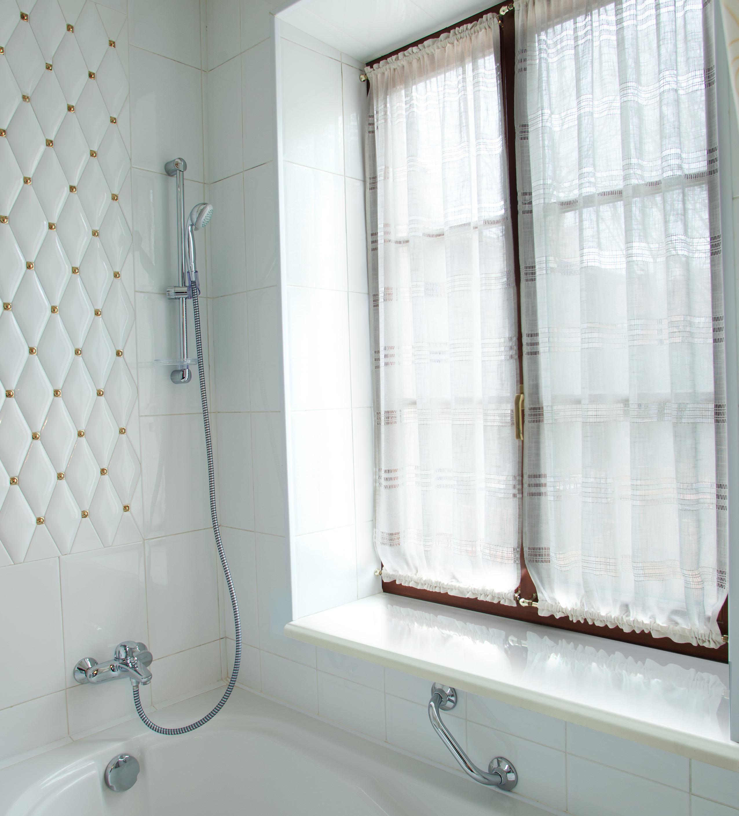 Подоконник Данке Белый глянец для ванной в Эволюции окон Калуга