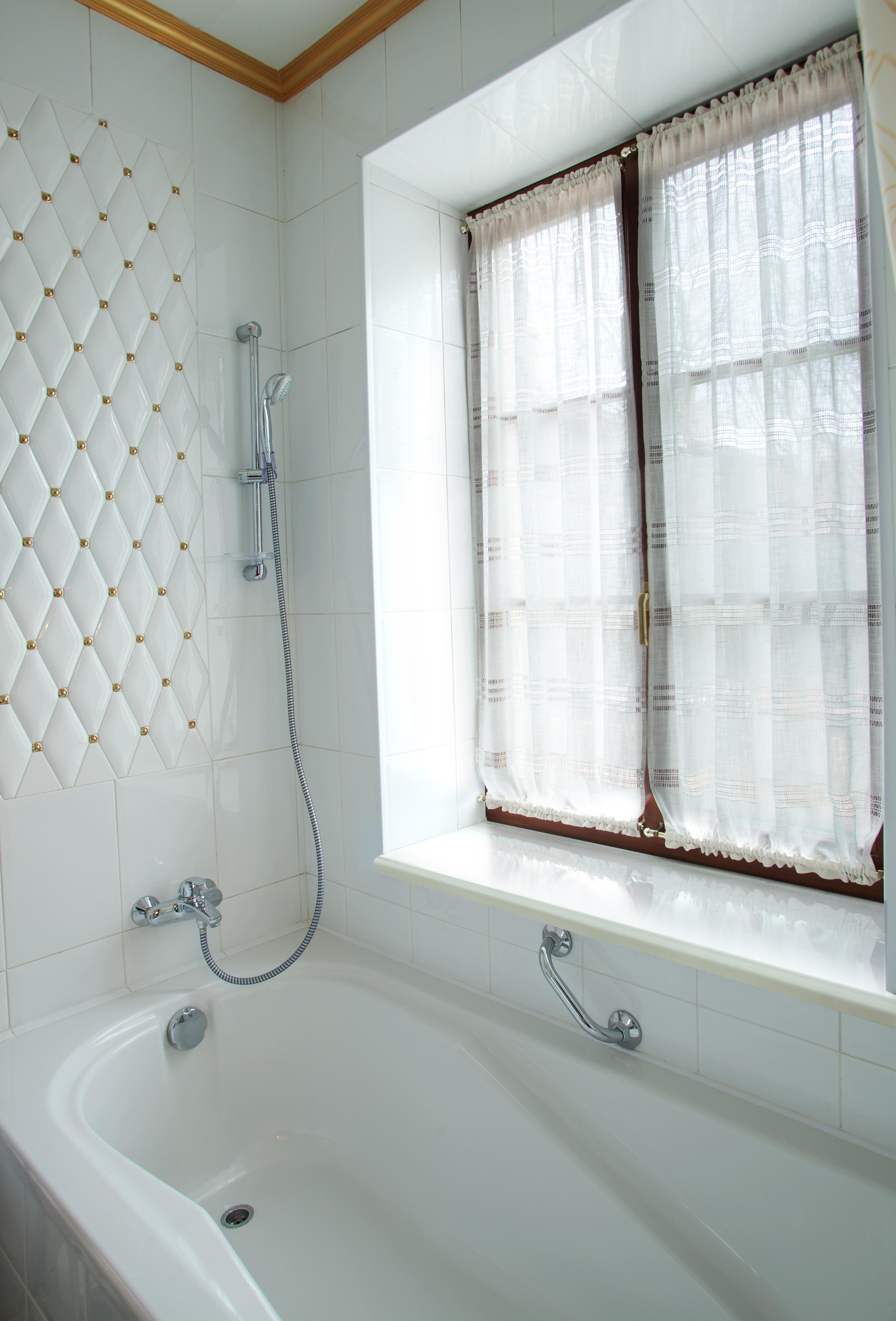 Подоконник DANKE Белый глянец для ванной комнаты в Эволюции окон Калуга
