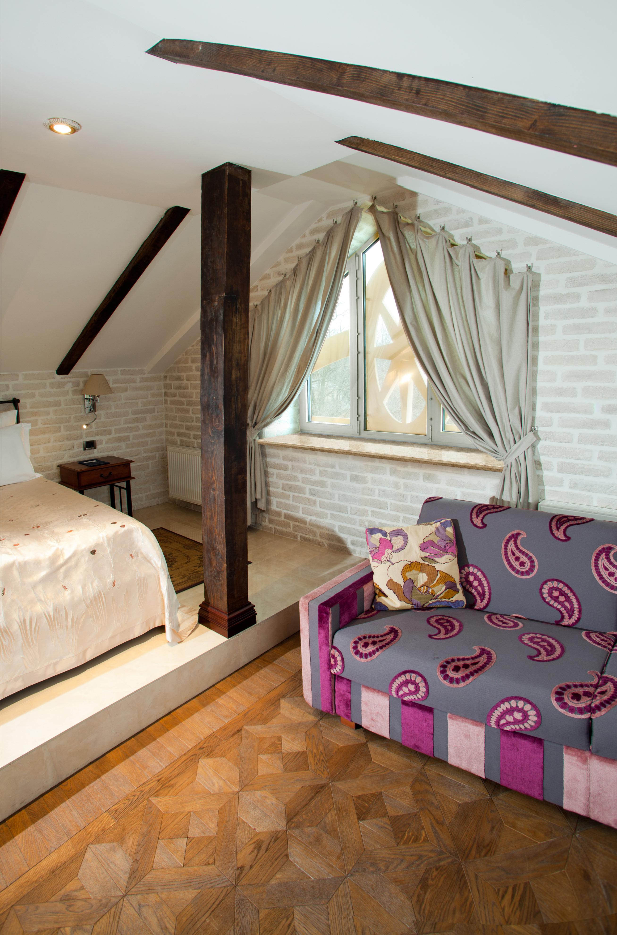 Подоконник DANKE светлый беж в интерьере спальни в Калуге фото